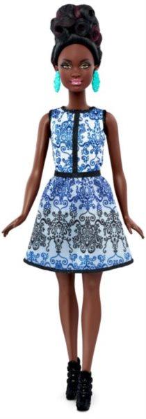 MATTEL Barbie modelka - Afroameričanka v modrobílých šatech