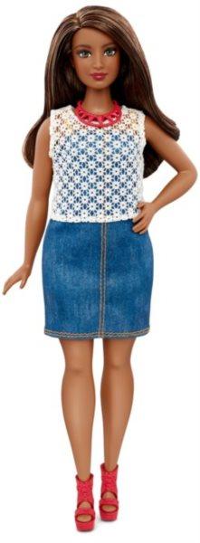MATTEL Barbie modelka - Afroameričanka v riflových šatech