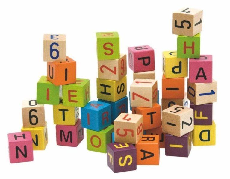 WOODY, Barevné kostky s písmeny a čísly, 40 kostek