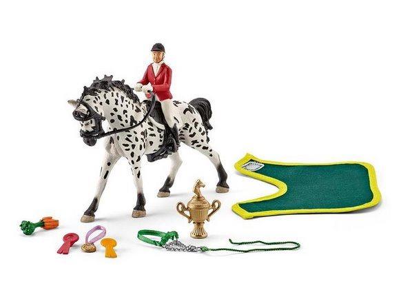 SCHLEICH 41434 Jezdec s knabstrupskám koněm na turnaji